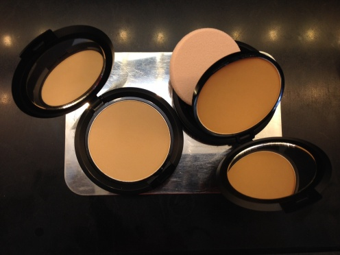 FS Two Way Cake Foundation (Powder)